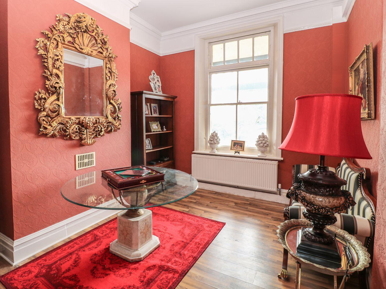 Apartment at Peak Manor photo 12157111