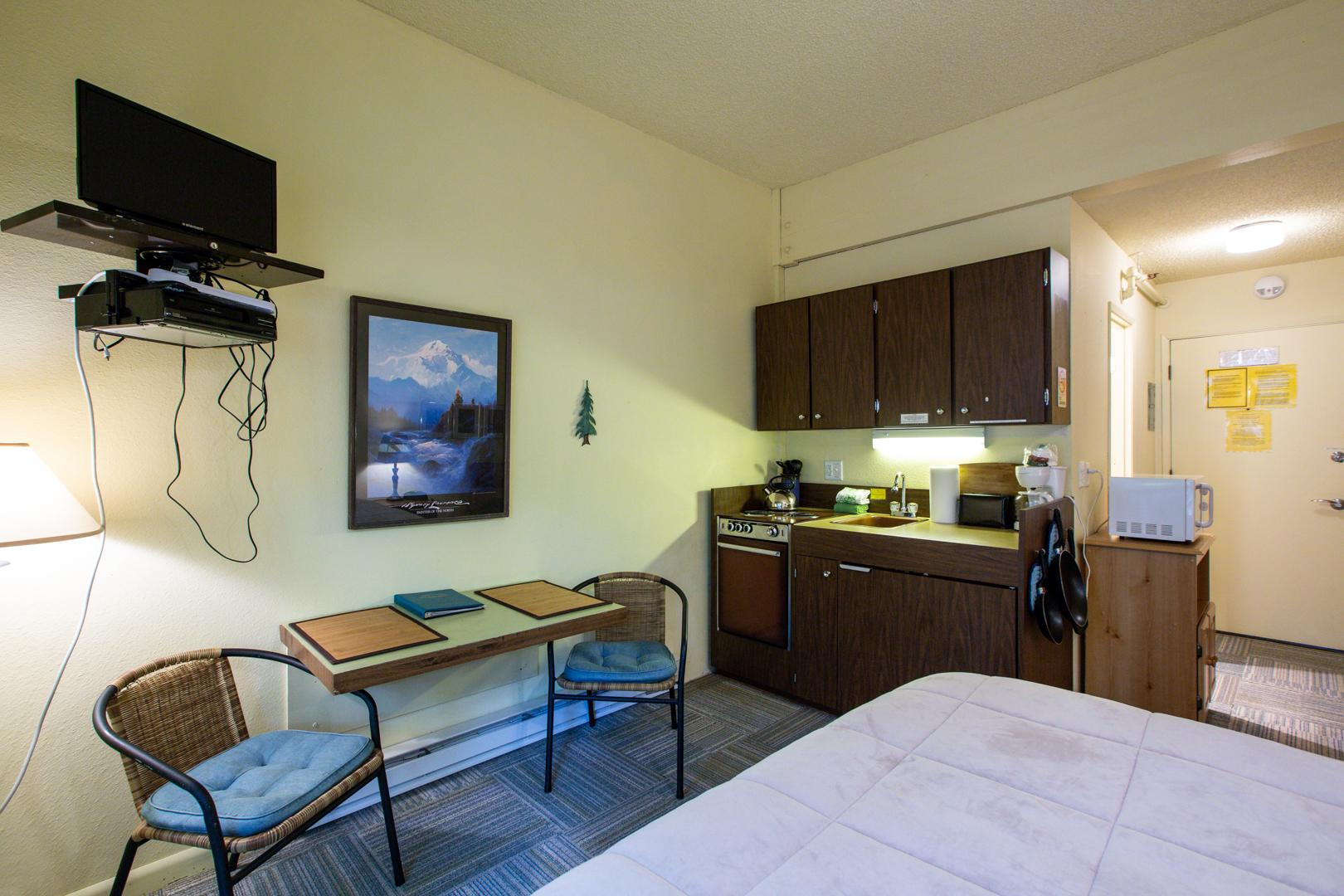 Mt. Baker Lodging Condo #77 – ECONOMICAL, CONVENIENT, KITCHENETTE, SLEEPS-2! photo 31816870