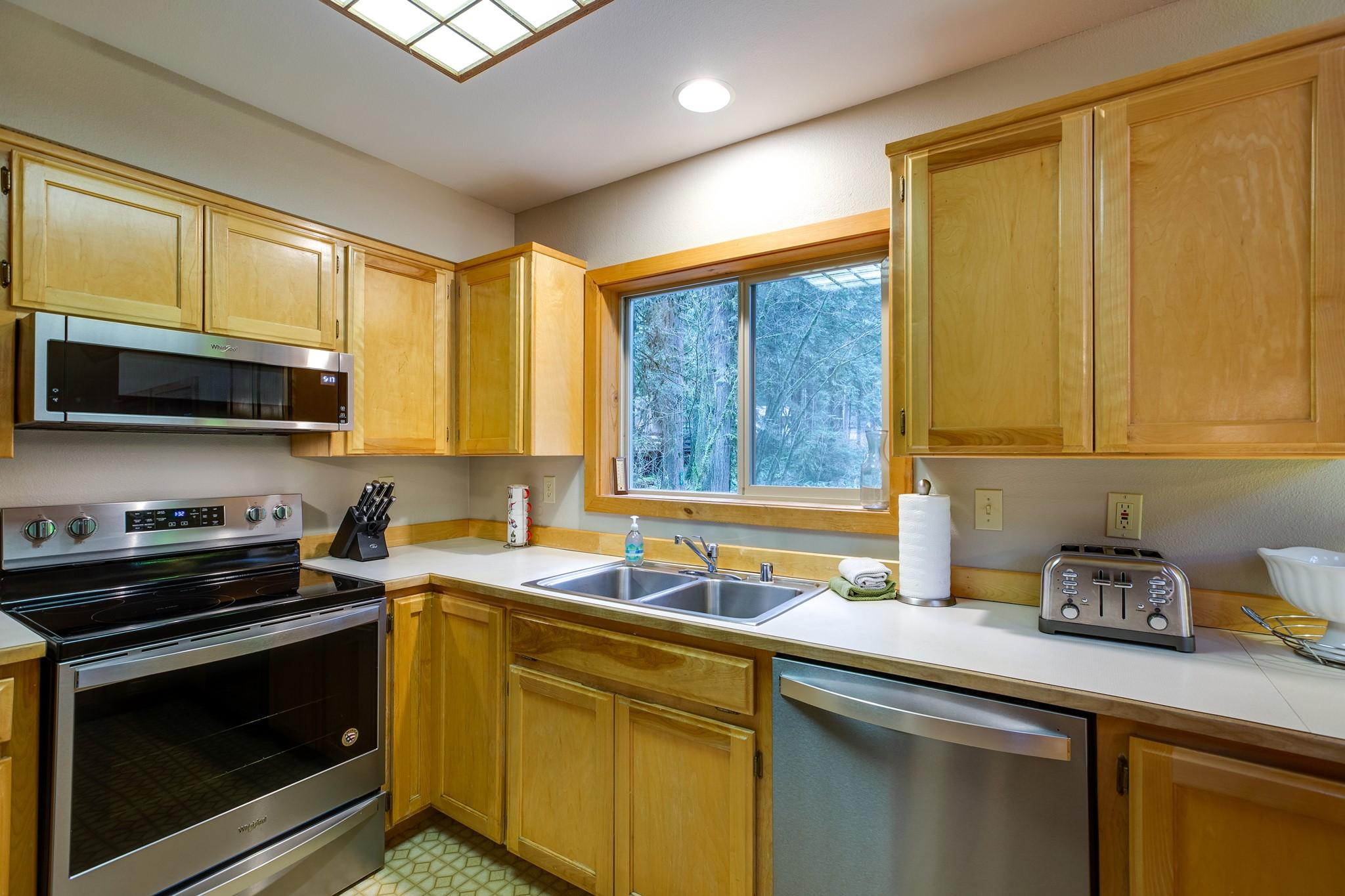 Mt. Baker Lodging Cabin#40 – HOT TUB, BBQ, PET FRIENDLY, WIFI, SLEEPS 8! photo 30888838