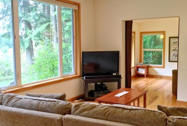 Mt. Baker Lodging Cabin #70 – HOT TUB, RIVERSIDE, BBQ, WIFI, PETS OK, SLEEPS-8! photo 60685