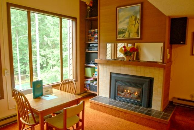 Mt. Baker Lodging Condo #85 – FIREPLACE, WASHER/DRYER, DISHWASHER, SLEEPS 4! photo 60844
