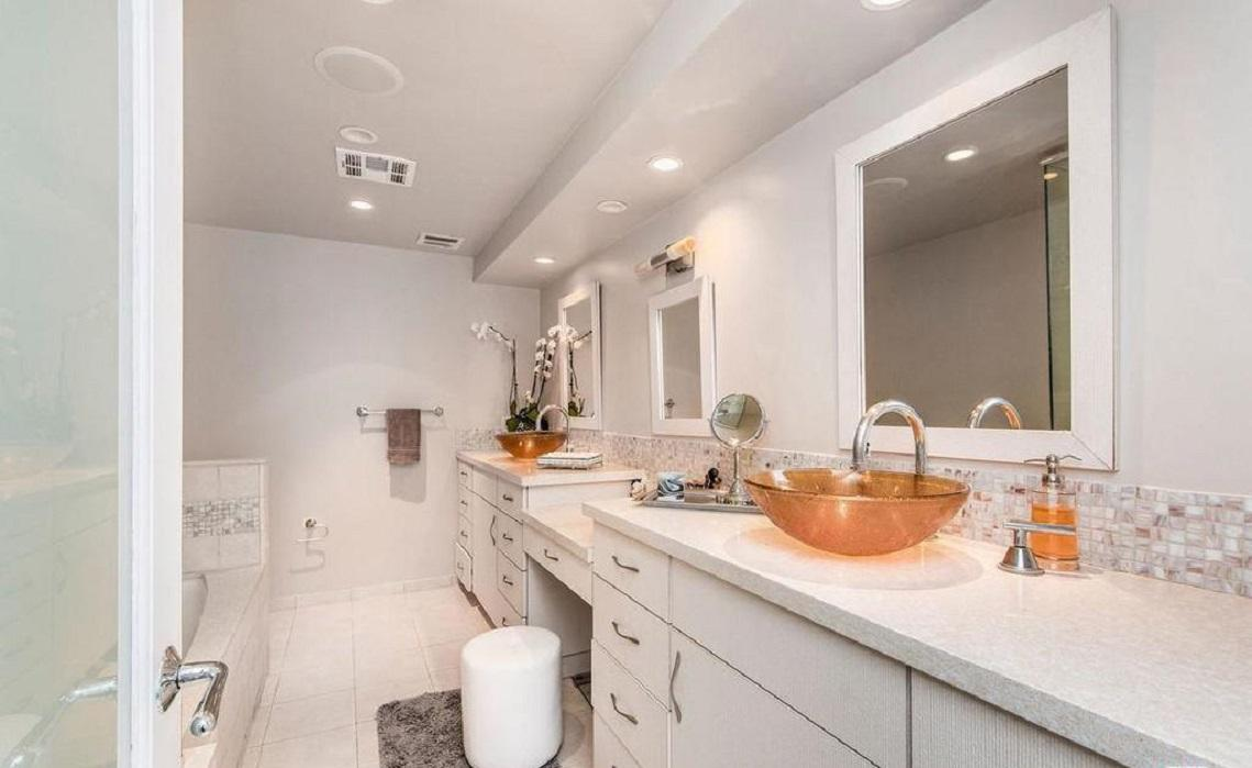 Apartment Exquisitely renovated 2 bed   den 2bath photo 5729857