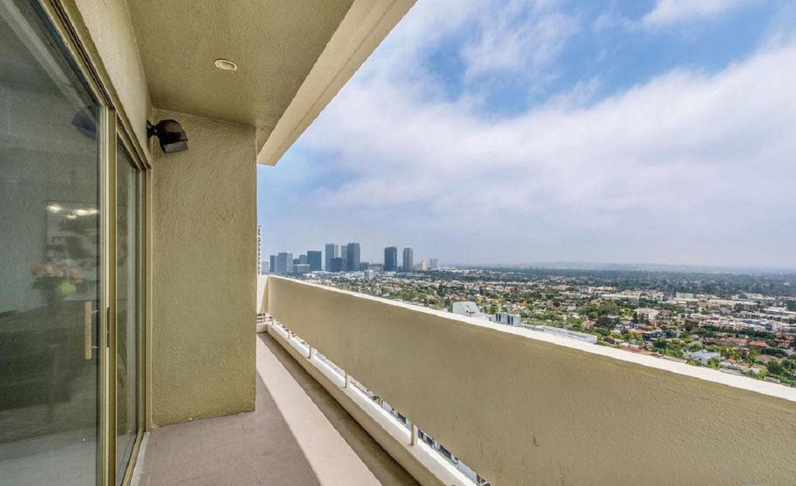 Apartment Exquisitely renovated 2 bed   den 2bath photo 5729860