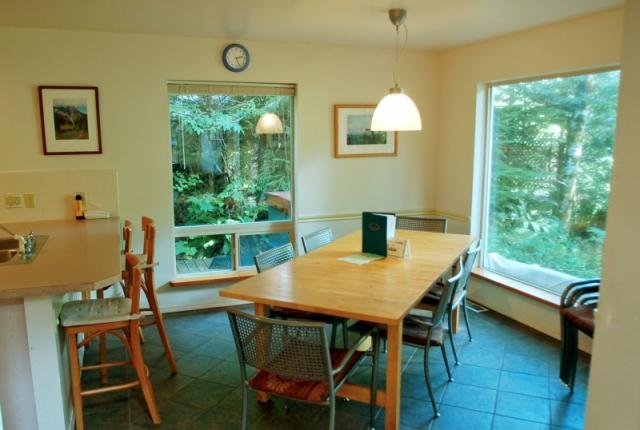 Mt. Baker Lodging Cabin #19 – HOT TUB, SAUNA, BBQ, WIFI, PETS OK, SLEEPS-10! photo 59504