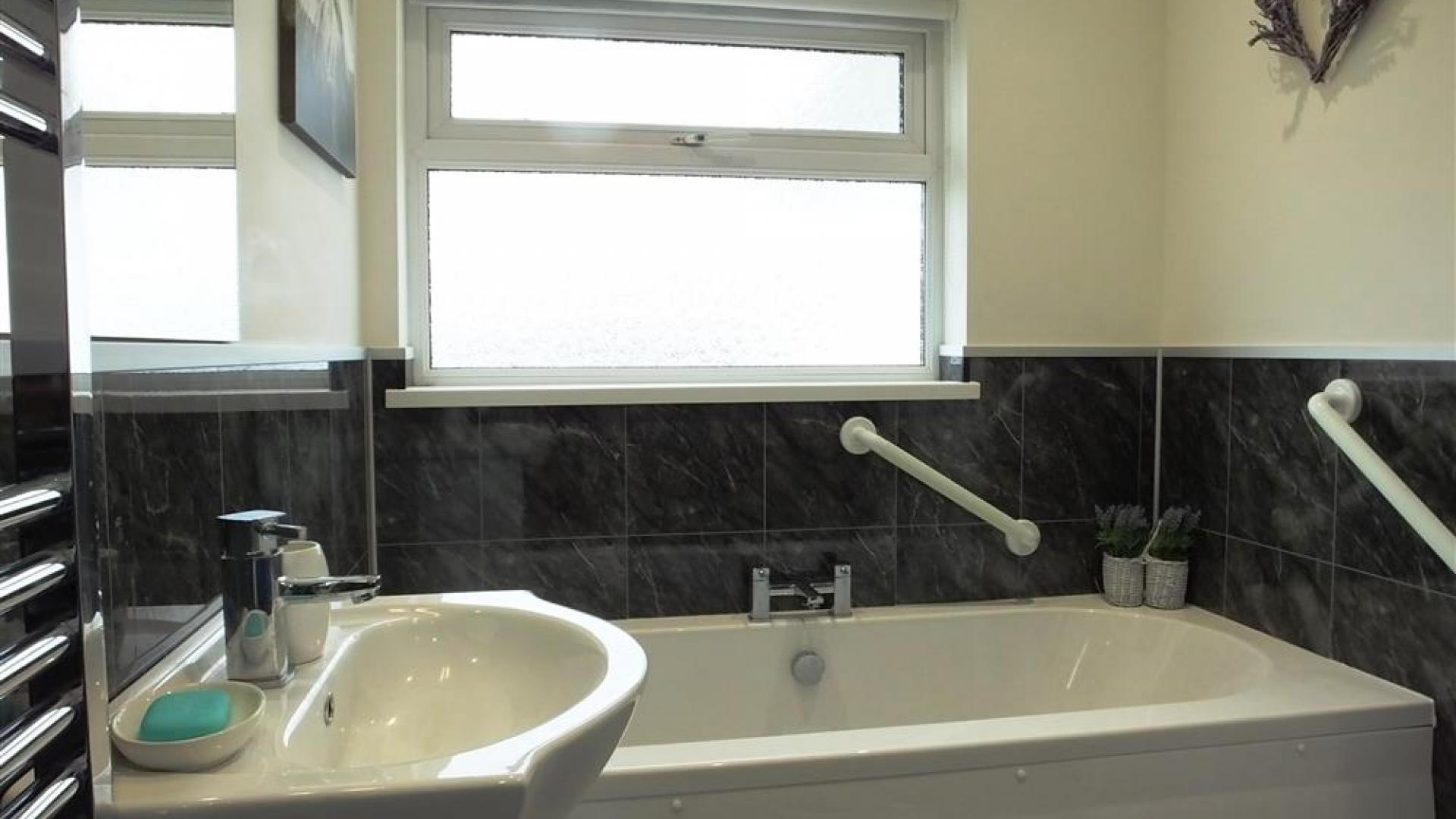 Apartment Topsham Drive photo 27740826